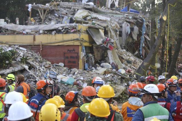 Rescatista tras terremoto en México de este sábado 23 de Septiembre. Foto EFE