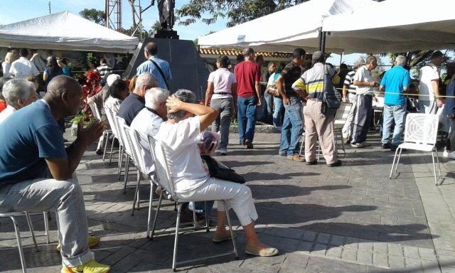 Foto: Mirandinos votaron en la plaza Bolívar de Carrizal / Daniel Murolo?