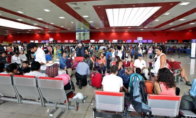 El aeropuerto internacional José Martí de la Habana reanudó este mediodía sus operaciones./ EFE/Ernesto Mastrascusa
