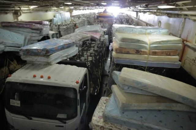 Camiones, plantas eléctricas, madera, techos, entre otros, consistió el donativo del gobierno de Maduro al de Raúl Castro / foto @presidencialven