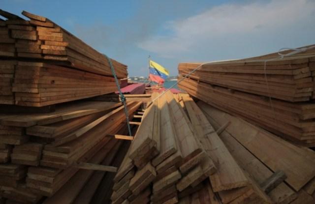 Tablones de madera enviados a Cuba / Foto @presidencialven