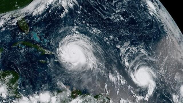 Los huracanes Irma (izquierda) y José en el Océano Atlántico en una imagen del NOAA. NOAA/vía REUTERS. ATENCIÓN EDITORES - SOLO PARA USO EDITORIAL.  NO ESTÁ A LA VENTA Y NO SE PUEDE USAR EN CAMPAÑAS PUBLICITARIAS. ESTA IMAGEN HA SIDO ENTREGADA POR UN TERCERO Y SE DISTRIBUYE EXÁCTAMENTE COMO LA RECIBIÓ REUTERS COMO UN SERVICIO A SUS CLIENTES.