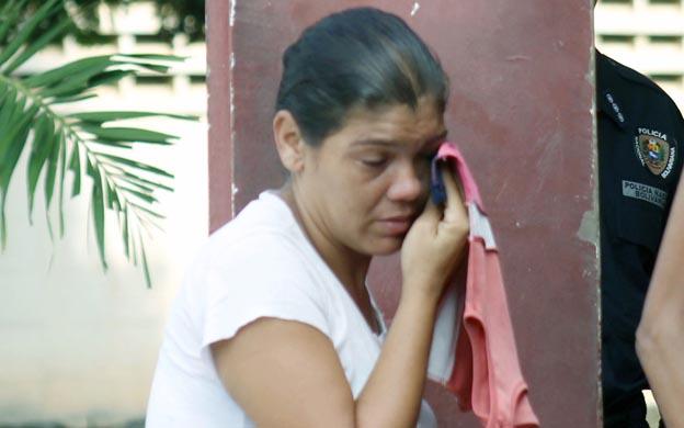 Noelí Pérez, hija de Ninfa Pérez, se secaba las lágrimas cuando podía estar a solas con el recuerdo de su madre. Foto: José Gil