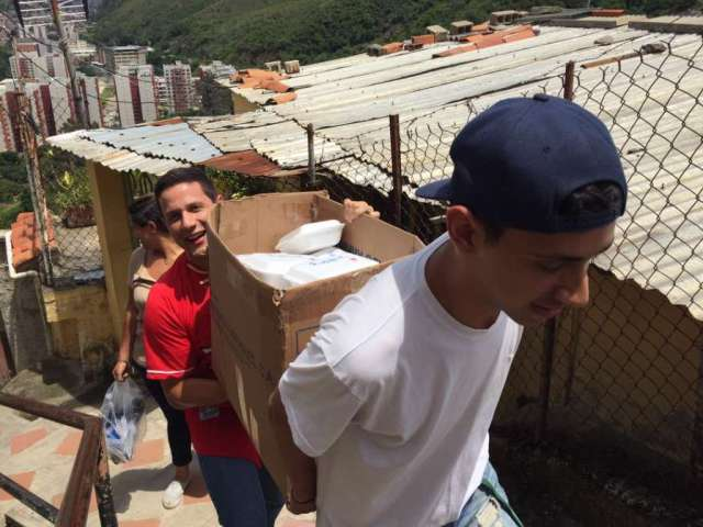 Vente Venezuela llevó alimentos a niños de Macarao (Foto: Prensa Vente Venezuela)
