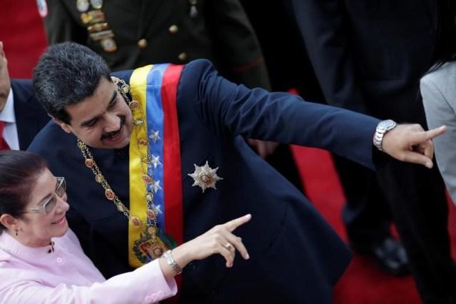 En la imagen de archivo, el presidente de Venezuela, Nicolás Maduro, y su esposa Cilia Flores, se dirigen a la Asamblea Nacional Constituyente en el Palacio Federal Legislativo en Caracas, Venezuela. 10 de agosto de 2017. REUTERS/Ueslei Marcelino