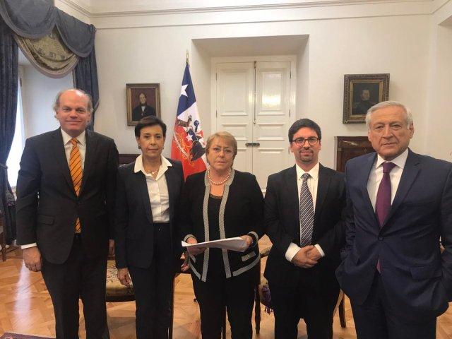 La presidenta de Chile, Michelle Bachelet, se reunió este viernes con el vicepresidente de la AN, Freddy Guevara, y la madre del preso político Leopoldo López (Foto: @FreddyGuevaraC)