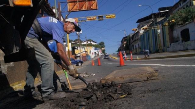 La Alcaldía de El Hatillo realiza  diferentes trabajos en materia de vialidad entre los que destacan el Plan de Asfaltado 2017.