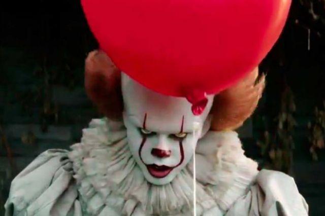 Bill Skarsgard interpreta a Pennywise, el payaso de 'It'.