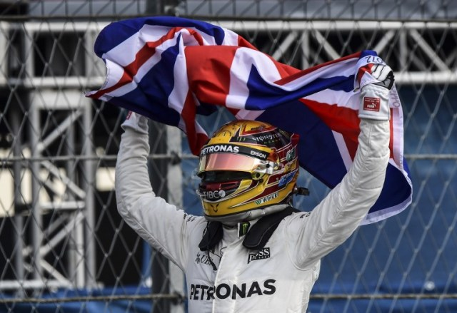 Mercedes' British driver Lewis Hamilton celebrates after winning his fourth Formula One world title despite finishing the Mexican Grand Prix in ninth place, at the Hermanos Rodriguez circuit in Mexico City on October 29, 2017. / AFP PHOTO / Ronaldo SCHEMIDT