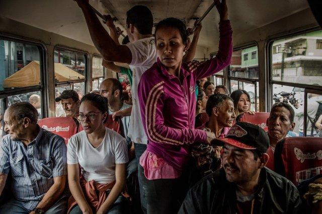 Partidarios de candidatos opositores acusaron al chavismo de haber obstaculizado la votación. Credit Meridith Kohut para The New York Times