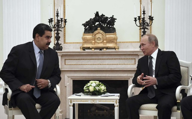 Russian President Vladimir Putin (R) meets with his Venezuelan counterpart Nicolas Maduro at the Kremlin in Moscow, Russia October 4, 2017. REUTERS/Yuri Kadobnov/Pool