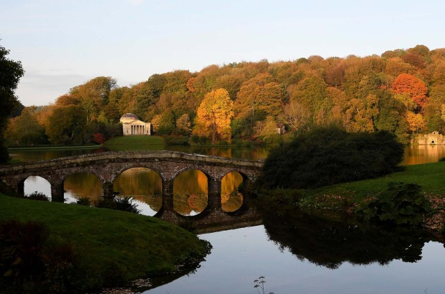 Autumn colours are seen in the early morning sunshine at Stourhead gardens in Wiltshire, south west Britain, October 17, 2017. REUTERS/Toby Melville