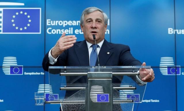 El presidente del Parlamento Europeo, Antonio Tajani, habla durante una conferencia de prensa en la cumbre de la UE en Bruselas, Bélgica, el 19 de octubre de 2017. REUTERS / Yves Herman