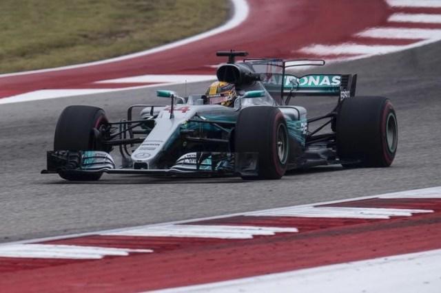 El piloto de Fórmula Uno Lewis Hamilton en la ronda de ensayos del Gran Premio de Estados Unidos en Austin, oct 20, 2017. Mandatory Credit: Jerome Miron-USA TODAY Sports
