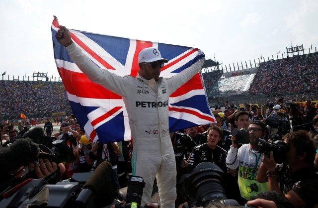Gran Premio de México 2017 - Ciudad de México, México - 29 de octubre de 2017 Mercedes 'Lewis Hamilton celebra después de ganar el Campeonato del Mundo REUTERS / Henry Romero