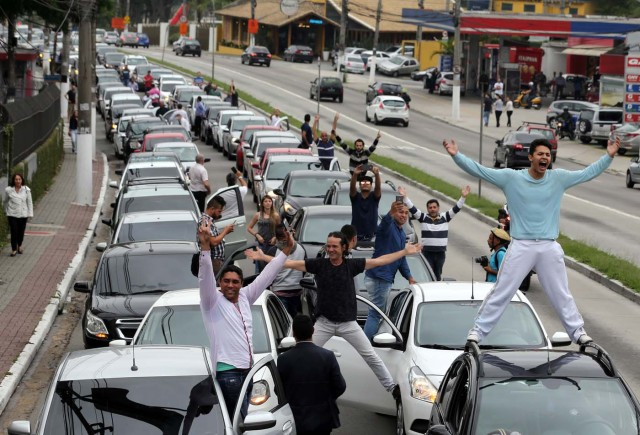 Uber drivers protest against a legislation threatening the company's business model that is to be voted in Brazil's national congress, in Sao Paulo, Brazil October 30, 2017. REUTERS/Paulo Whitaker