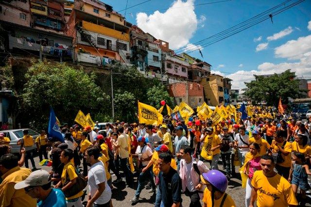 Vista del cierre de campaña del candidato de la coalición opositora Mesa de la Unidad democrática (MUD) a la gobernación del estado de Miranda, Carlos Ocariz. EFE/Miguel Gutiérrez