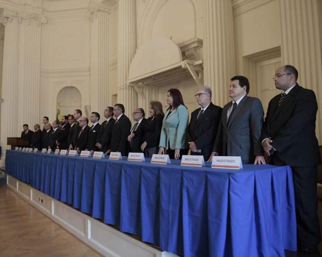 MIA30. WASHINGTON (DC, EEUU), 13/10/2017.- Magistrados venezolanos participan en la instalación del Tribunal Supremo opositor hoy, viernes 13 de octubre de 2017, en la sede de la Organización de los Estados Americanos (OEA), en Washington, DC (EE.UU.) El Tribunal Supremo de Venezuela nombrado por el Parlamento, de mayoría opositora, celebrará sus sesiones en la Organización de los Estados Americanos (OEA), en Colombia y en una oficina privada en Washington, ya que sus miembros están perseguidos por la Justicia de su país. EFE/Lenin Nolly