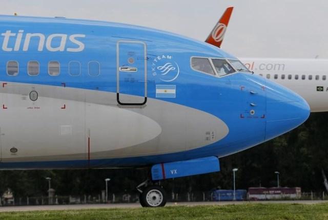 Imagen de archivo de un Boeing 737-700 de Aerolíneas Argentinas en Buenos Aires. 15 octubre 2013. REUTERS/Enrique Marcarian