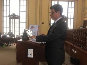 Los municipios representan la esencia de la democracia en cualquier país, dice Oscar González