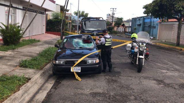 El Nissan B13 fue alcanzado por la Policía, cuando su conductor intentó darse a la fuga. (ALONSO TENORIO)