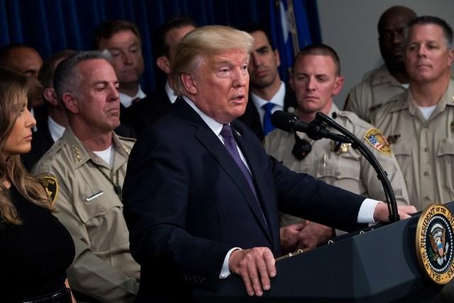 LAS VEGAS, NV - 4 DE OCTUBRE: El presidente Donald Trump entrega observaciones en el cuartel general del Departamento de Policía Metropolitana de Las Vegas. Drew Angerer / Getty Images / AFP