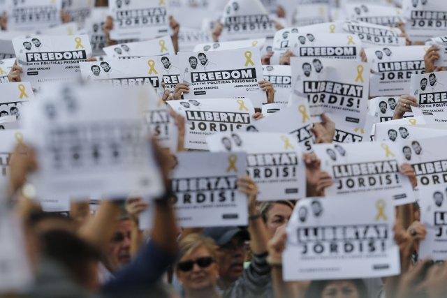 Los catalanes protestan por las medidas de Rajoy (Foto AFP)
