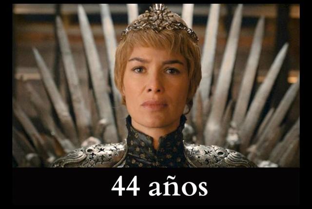 Cersei Lannister La actriz Lena Headey, tiene 44 años de edad, y da vida a la mujer que ocupa en este momento el Trono de Hierro. Sin embargo, en la historia, la reina tendría 10 años menos.