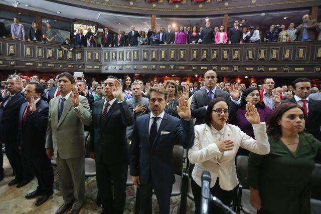 Juramentación ante la Constituyente cubana de los gobernadores chavistas. AVN