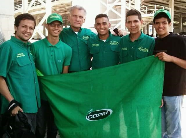 Joaquín Chaparro O., junto a la juventud de Copei // Foto Prensa