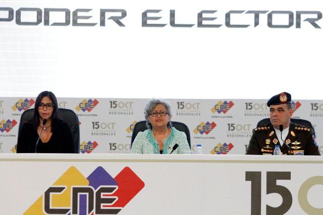Foto: La rectora de Consejo Nacional Electoral, Tibisay Lucena junto al Ministro de la Defensa, Vladimir Padrino López y Delcy Rodríguez, presidenta de la Asamblea Nacional Constituyente / AVN