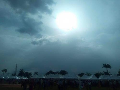 Una de las fotografías compartidas por la Conferencia de Obispos de Nigeria, tomada durante el posible milagro. Foto: CBCN