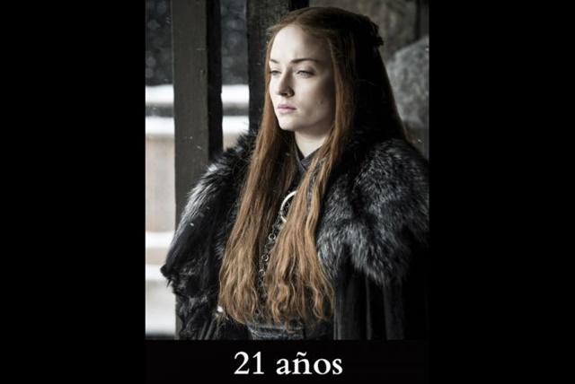 Sansa Stark Al iniciar la historia, en los libros es una niña de 11 años, y en la serie, de 13. Aunque actualmente debería andar en los 15 o 16, pero la actriz que da vida a Sansa, Sophie Turner, tiene 21 años de edad.