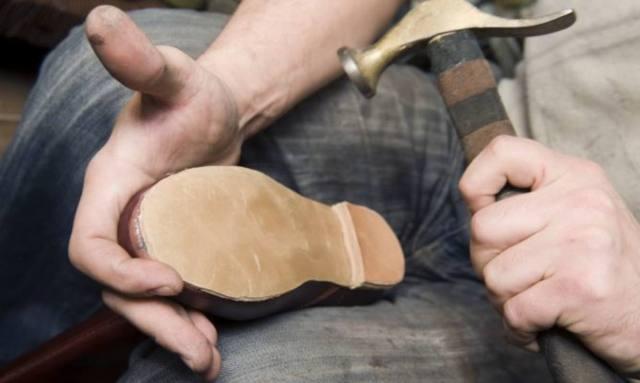 Clientes optan por abandonar el calzado en los talleres de reparación ante los altos precios de los servicios de costura y reconstrucción
