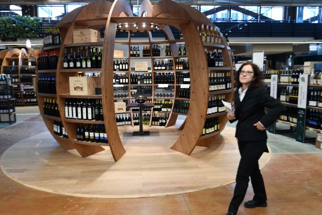Italian wine is on display at a stand during a press tour at FICO Eataly World agri-food park in Bologna on November 9, 2017. FICO Eataly World, said to be the world's biggest agri-food park, will open to the public on November 15, 2017. The free entry park, widely described as the Disney World of Italian food, is ten hectares big and will enshrine all the Italian food biodiversity. / AFP PHOTO / Vincenzo PINTO