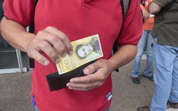 Bancos privados fueron los primeros en recibir el nuevo papel moneda. (Foto: José Gil)