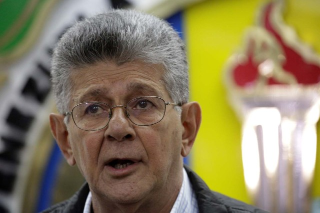 Henry Ramos Allup, lawmaker of the Venezuelan coalition of opposition parties (MUD) talks to the media during a news conference in Caracas, Venezuela, October 24, 2017. REUTERS/Marco Bello
