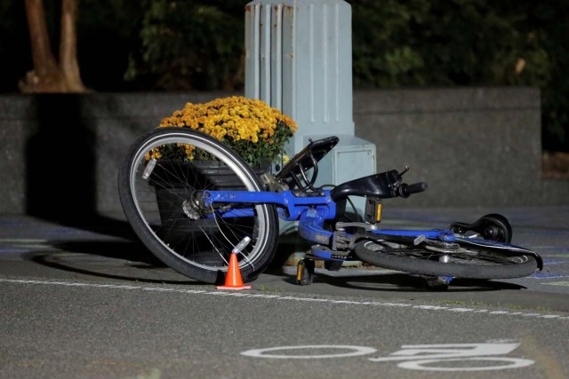 A bicycle lies in a bicycle lane following a pickup truck attack on the West Side Highway in Manhattan, New York, U.S., November 1, 2017. REUTERS/Andrew Kelly