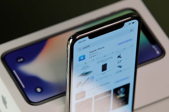 REFILE - CORRECTING GRAMMAR   Apple's new iPhone X is seen in this illustration picture, November 2, 2017. REUTERS/Maxim Shemetov/Illustration
