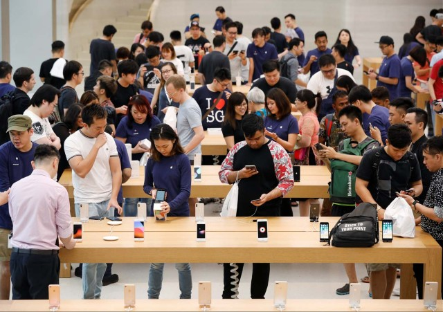 People look at iPhone X during its launch at the Apple store in Singapore November 3, 2017. REUTERS/Edgar Su