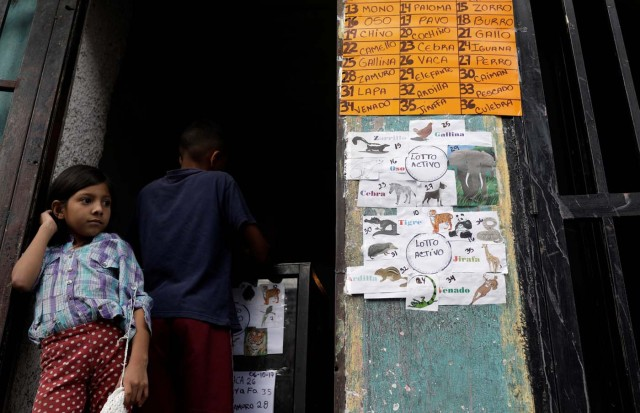 """A child wagers money on """"Los Animalitos"""" (or the Little Animals) betting game on the outskirts of Caracas, Venezuela, October 6, 2017. REUTERS/Ricardo Moraes SEARCH """"MORAES GAMBLING"""" FOR THIS STORY. SEARCH """"WIDER IMAGE"""" FOR ALL STORIES."""