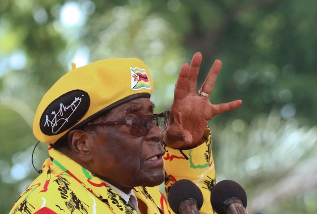 President Robert Mugabe gestures as he addresses a rally in Harare, Zimbabwe, November 8, 2017. REUTERS / Philimon Bulawayo