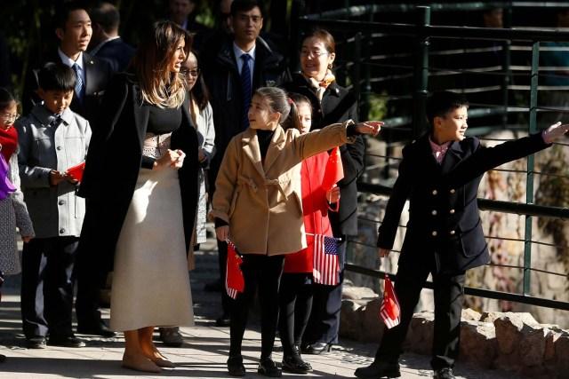 U.S. first lady Melania Trump visits Beijing Zoo in Beijing, China, November 10, 2017. REUTERS/Thomas Peter