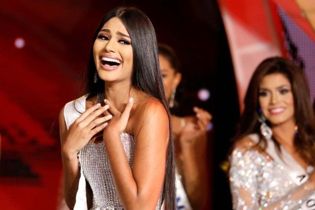 Miss Delta Amacuro, Sthefany Gutierrez, reacts after winning the Miss Venezuela 2017 pageant in Caracas, Venezuela November 9, 2017. REUTERS/Marco Bello