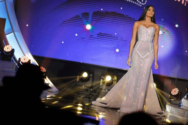Miss Delta Amacuro, Sthefany Gutierrez, competes during the evening gown segment of the Miss Venezuela 2017 pageant in Caracas, Venezuela November 9, 2017. REUTERS/Marco Bello