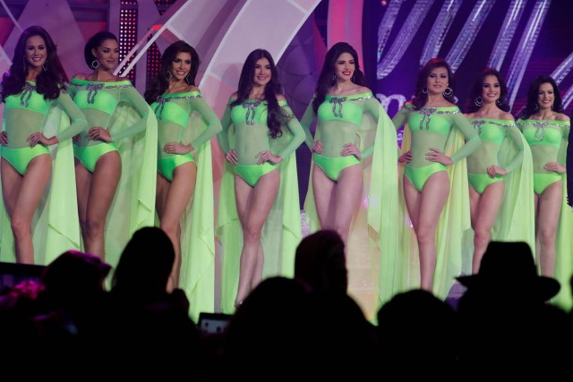 Contestants take part in the swimsuit segment of the Miss Venezuela 2017 pageant in Caracas, Venezuela November 9, 2017. REUTERS/Marco Bello