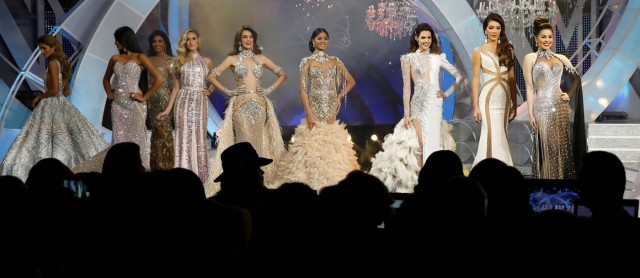 Contestants take part in the evening gown segment of the Miss Venezuela 2017 pageant in Caracas, Venezuela November 9, 2017. REUTERS/Marco Bello