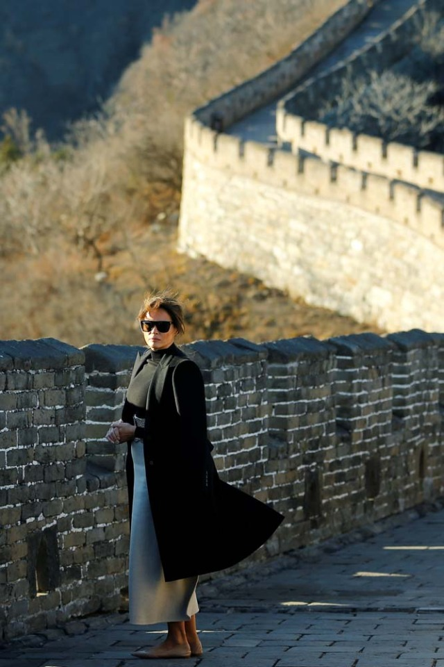 U.S. first lady Melania Trump visits the Mutianyu section of the Great Wall of China, in Beijing November 10, 2017. REUTERS/Thomas Peter