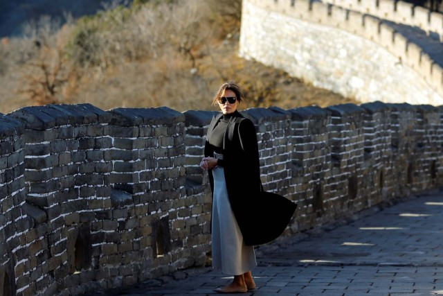 U.S. first lady Melania Trump visits the Mutianyu section of the Great Wall of China, in Beijing November 10, 2017. REUTERS/Thomas Peter TPX IMAGES OF THE DAY