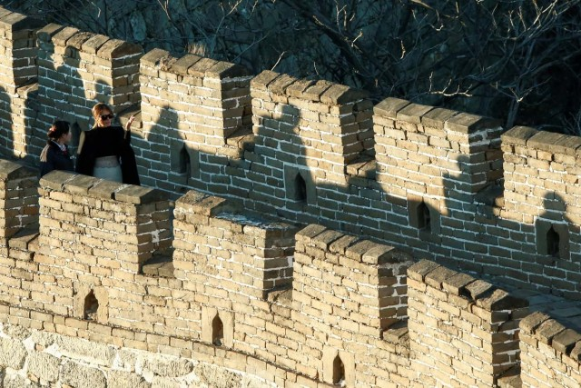 U.S. first lady Melania Trump visits the Mutianyu section of the Great Wall of China in Beijing, China, November 10, 2017. REUTERS/Thomas Peter